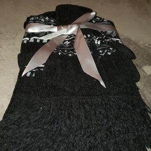 Covington Scarf Hat Gloves Set